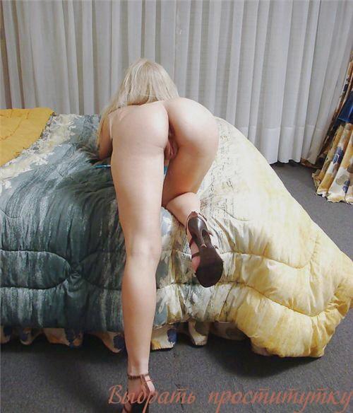 Замира: мастурбация члена ногами