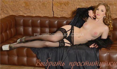 Соня Вип: мастурбация члена грудью